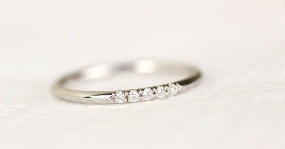 14 k White Solid Gold Diamond Wedding Band In Mikro ebnen