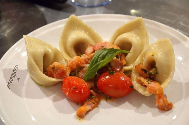 Cappelletti con tocineta y tomates cherry.   Taller ITALIA SIEMPRE!