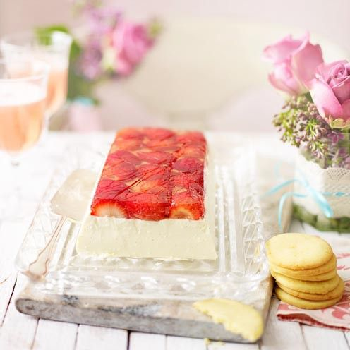 Strawberry+and+champagne+pannacotta