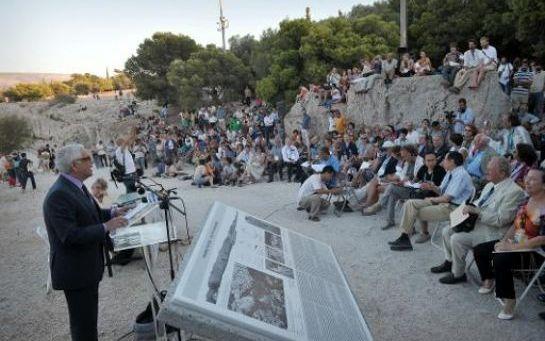 Grèce: des sites antiques accueillent le débat philosophique contemporain