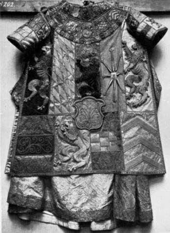Heraldic tabard deposited in Bayer Nationalmuseum, Munich is from 16th century. www.bildindex.de
