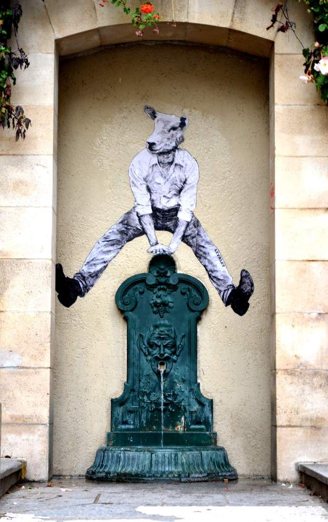 Saute-fontaine ! / Street Art. / By Levalet.