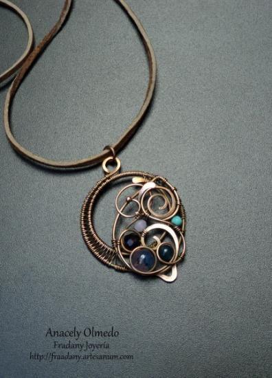 colgante de cobre y piedras naturales  cobre,piedras naturales,cuero wire wrapped,alambrismo