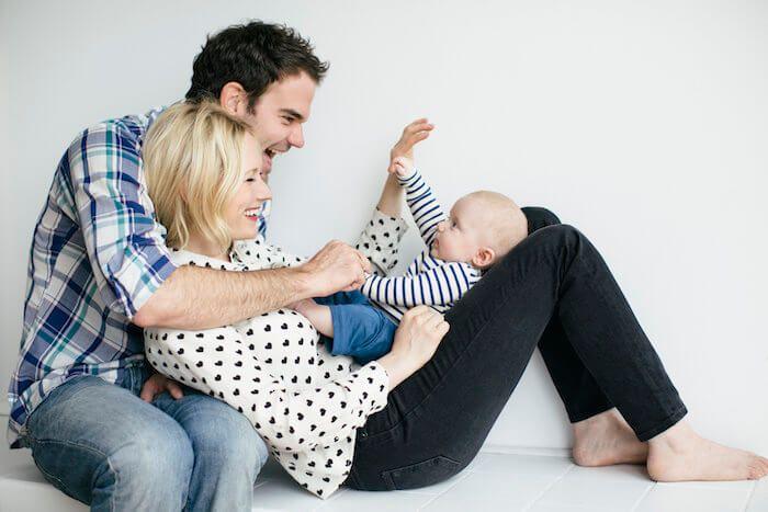 (15) Nu is Katja een vrouw van rond de 24 jaar en heeft een man waarmee ze trotse ouders zijn van hun zoontje.  Alles gaat goed met Katja. Haar man steunt haar volledig in alles.
