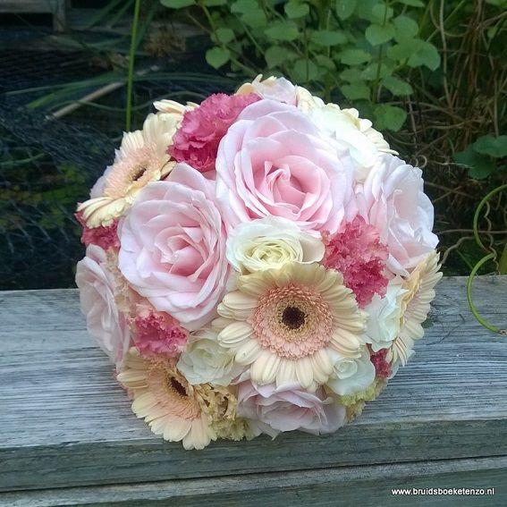 bruidsboeket biedermeier roze wit perzik gerbera rozen eustoma
