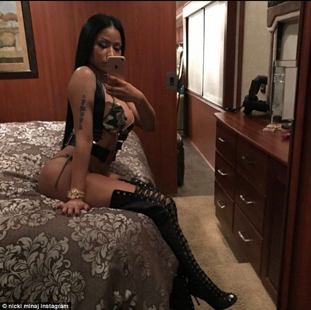 ACKCITY NEWS: Nicki Minaj Shows Off Her Body In Saucy Instagrams Photos