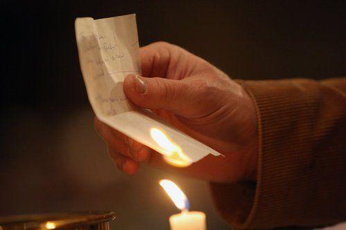 Oggi 19 marzo è San Giuseppe e l'usanza in molti luoghi è gettare e bruciare le cose vecchie che non servono più, inoltre questa intenzione è sostenuta dalla luna calante. Oltre a onorare il Padre supremo, e i nostri papà, possiamo fare un piccolo rituale di pulizia per festeggiare la primavera e l'equinozio che sono …