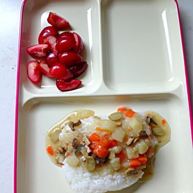 #娘の離乳食の記録 *BFのカレーライス*さくらんぼ - 4件のもぐもぐ - 幼児食42dお昼ご飯 by azusa