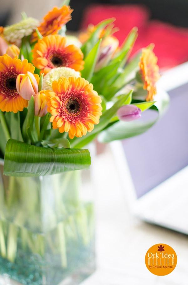 ORK'IDEA ATELIER: GERBERE TULIPANI E BIGLIE / Gerberas, tulips and marbles http://orkideaatelier.blogspot.it/2013/04/gerbere-tulipani-e-biglie-gerberas.html