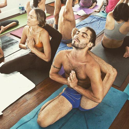 IG @yogiyannii | Yoga & Men