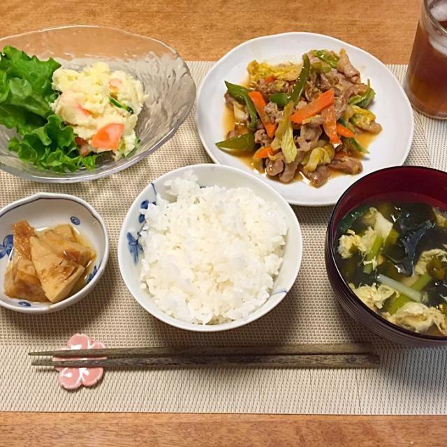 ・豚肉とキャベツの味噌炒め ・ポテトサラダ ・たけのこの土佐煮 ・卵とわかめのスープ ・ごはん - 7件のもぐもぐ - 豚肉とキャベツの味噌炒め by Sakiko