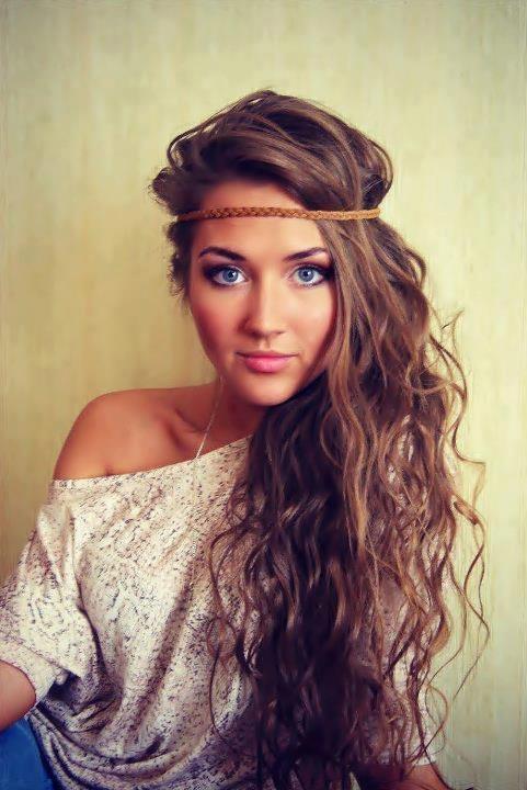Wavy hair and makeup