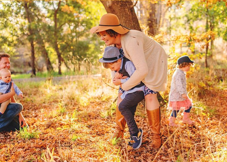Colourful and natural family photography in Autumn Fall by Australian photographer Elise Gow.