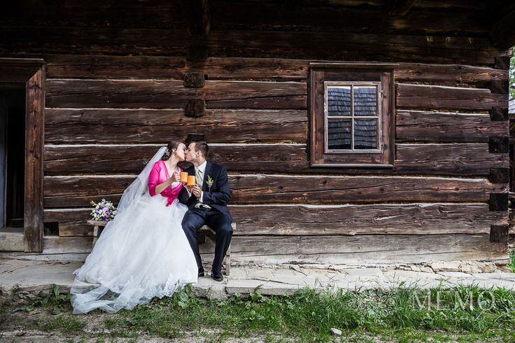 Svadobné portréty - MEMO photo agency #martin #muzeum #muzeumslovenskejdediny #slovakia #folk #village #historic #wedding #portrait #nature #beautiful #bride #groom
