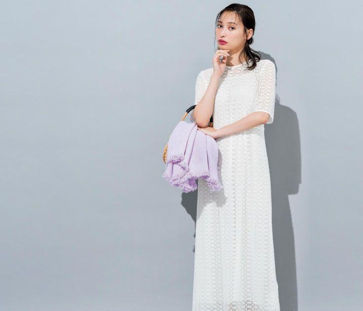今日のコーデ 土曜日は やせ見えする白ワンピース 半袖ドレス ワンピース 白 ワンピース
