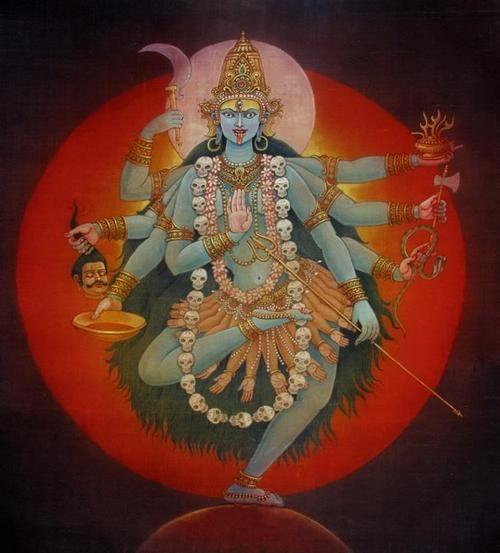 Kali, a grande mãe do universo, é a representação da força feminina. Também está associada à libertação do ego e do ciclo de reencarnação.