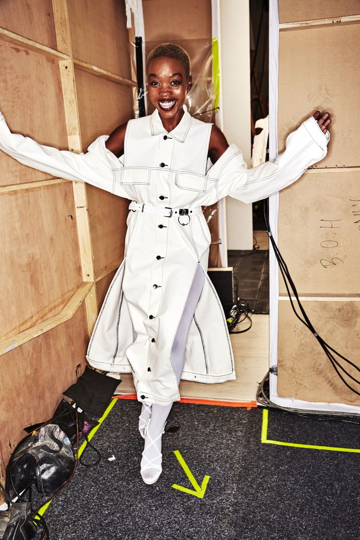 http://www.sonnyphotos.com/2017/05/strateas-carlucci-resort-2018-fashion-show-sydney-backstage