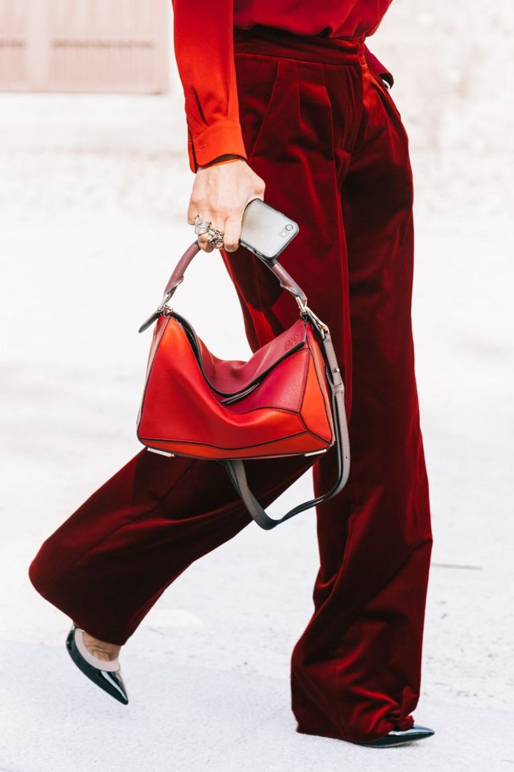É o tecido que melhor rima com Natal, o veludo quente, envolvente, rico, Velvet street style