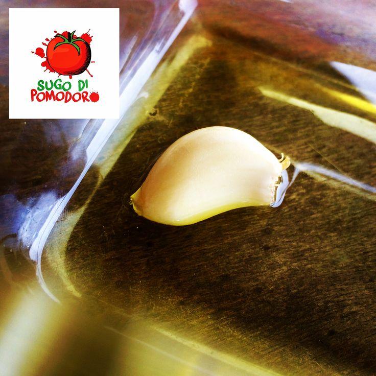 """Ajos y aceite sinónimo de perfume, gusto delicado, la clave de un """"sugo"""" ¡perfecto! #SugoDiPomodoro #Cocina #Nutrición #Recetas #ClasesDeCocina #CocinaParaPerezosos #FoodPorn #Tasty #Gastronomia #QueHacerEnMedellin"""