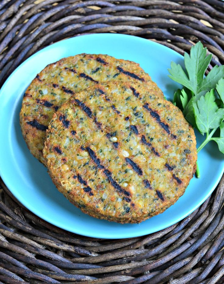 MorningStar Farms Mediterranean Chickpea Burgers are healthy, delicious and my favorite veggie burger. They work great on the grill! #ad #GrillWithATwist