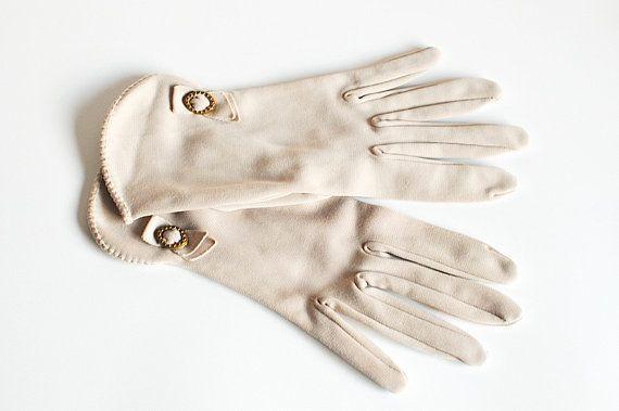 Vintage Ladies Beige Gloves Size 7 / Beige Gloves by SharonTalson