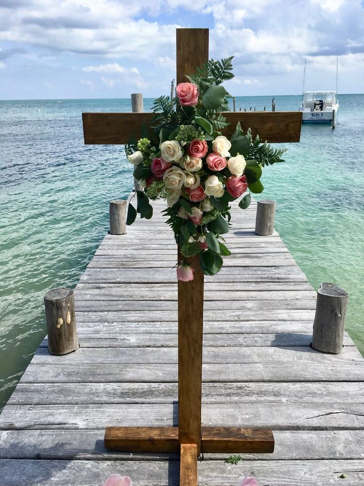 CBA142 wedding Riviera Maya catholic cross with flowers for ceremony/ Cruz con flores para ceremonia