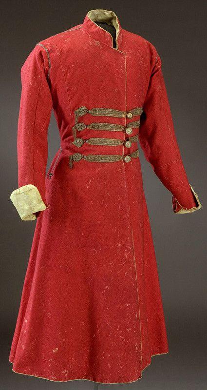 russian caftan, herrer kan jo gå i slike om vi skal holde oss til det moldoviske. Landet er inspirert av russiske klær.