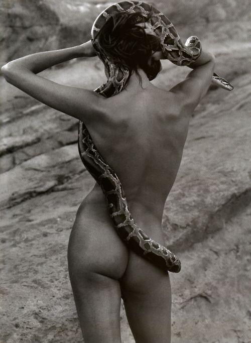 Le chic sauvage Magazine: Vogue Paris April 2000 Photographer: Herb Ritts Model: Frankie Rayder