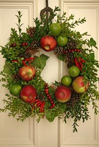 Apple Wreath....this is very nice.  I think using pomegranates would be lovely too.