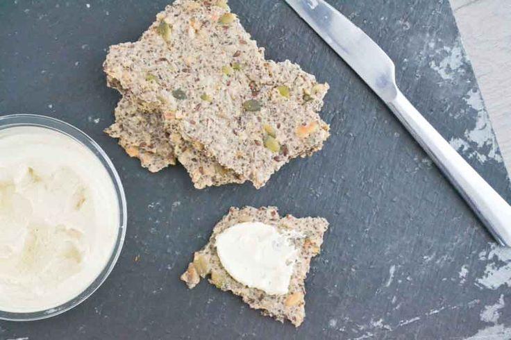 Perfecte krokante chiazaad en boekweit crackers. Vol goede vetten, geheel glutenvrij en veganistisch. Het recept is easy peasy!