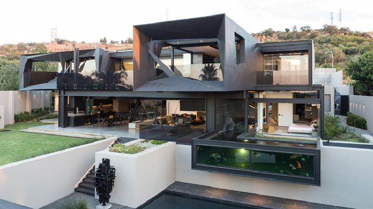 La Casa Kloof Road en Johannesburgo, Sudáfrica es el resultado de la colaboración de diseño entre Nico van der Meulen Arquitectos y M Square Lifestyle Desi