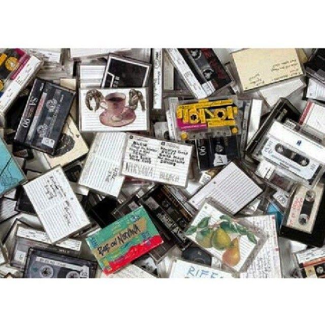 "@generasi90an's photo: ""Kebahagiaan itu sesederhana, beli kaset kosong, nungguin radio kesayangan muterin lagu favorit, terus... #lanjutinsendiri #90an"""