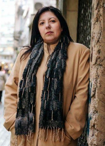 που η Guardian θεωρεί πως έγραψε ένα από τα καλύτερα βιβλία επιστημονικής φαντασίας του Βασίλη Καψάσκη, Lifo, 7/4/2015Στο τελευταίο της μυθιστόρημα, «Η Κοιλάδα της Λάσπης», η συγγραφέας Ιωάννα Μπουραζοπούλου καταφεύγει ξανά στη μυθοπλασία προκειμένου να θέσει τους δικούς της πολιτικούς προβληματισμ
