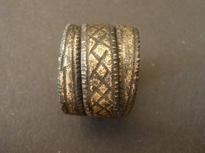 Beautiful bronze Viking ring. Characteristic Viking style, twisted type. Scarce in this condition! Date: 9th / 10th century Origin: Scandinavia Dimensions: width 17 mm - 21 mm diameter