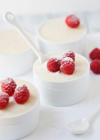 ③取り出して泡だて器でマシュマロをつぶすように混ぜる。 ④クリーム状になったらレモン汁をお好みの量くわえて冷蔵庫で約2時間冷やして出来上がりです。
