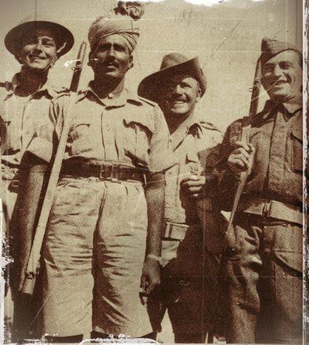 soldats alliés dans tobrouk en 1941