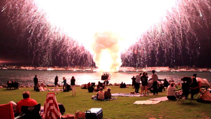San Diego Fireworks malfunction; 45 minute display accidentally sets of in 35 seconds LOUD and up close, via YouTube.