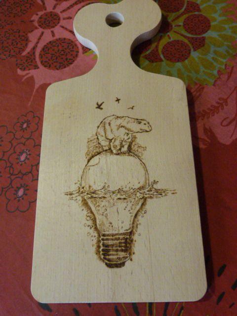 Planche à découper en hêtre pyrogravée ours polaire : Cuisine et service de table par valheureuse