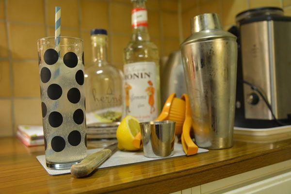 Tom Collins: Härnö Gin, Monin Gomme Sirup, Half a lemon and Soda Water. Yum. Named a John Collins on the IBA List.