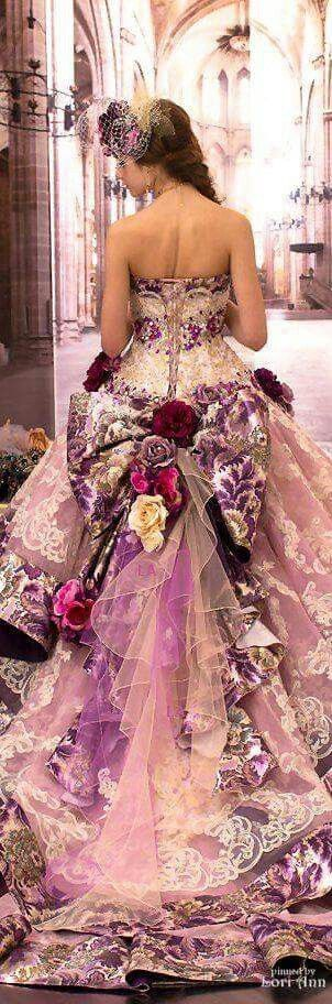 What a beautiful soft and cheerful on the eye dress