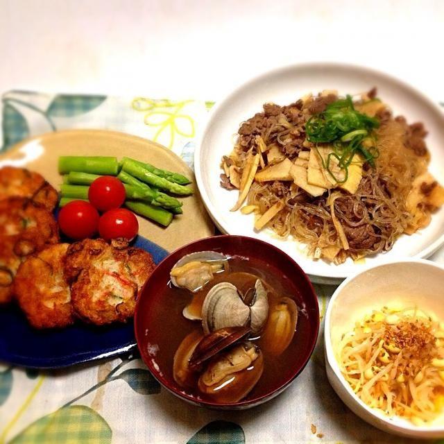 にゃんこ先生のモチモチ豆腐に挑戦! 元レシピ見れば、がんもどき作ろうとしての路線変更だったみたいで、先日失敗したがんもどきのリベンジも果たしてしまった。(?)   いろいろ入れるといつも作り過ぎるチャプチェ、タケノコをメインに。 - 181件のもぐもぐ - にゃんこmoさんの料理 簡単❗️激安モチモチ豆腐・タケノコたっぷりチャプチェ・もやしのナムル・あさりの味噌汁 by 美也子