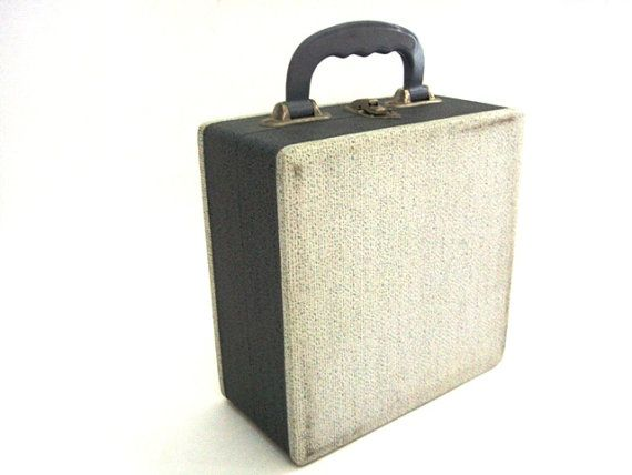 Vintage vinyl record storage box for singles by VintageBreda, €14.00