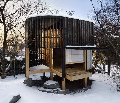 Minimalism in a Japanese style Tea House built in Hungary. Architect; David Mastalka.