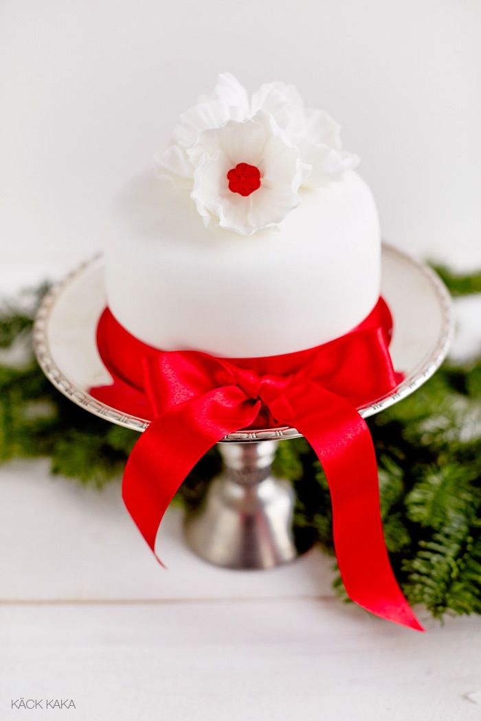 Christmas cake Christmas Pinterest Red velvet, Red ...