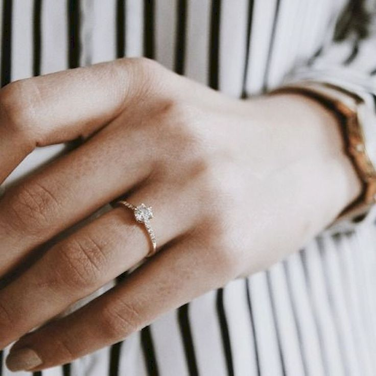 Gorgeous 35 Simple Engangement Ring For Girls Who Love https://stiliuse.com/35-simple-engangement-ring-girls-love