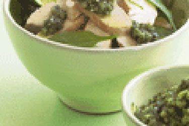 Chicken and spinach salad with coriander pesto – Recipes – Bite