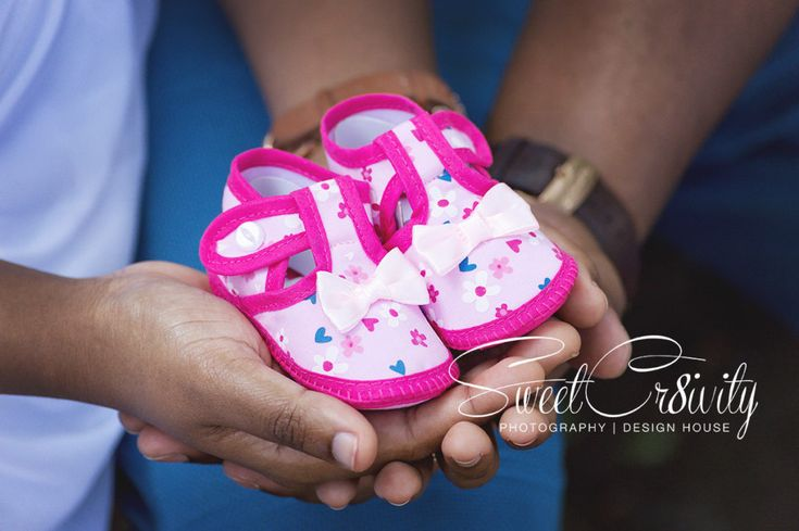 its a girl,damien and humsha,first baby,durban botanical gardens,sweetcr8ivity,aveen elaine lutchman,pink booties,white maternity dress,belly kiss,creative blurs,depth of field