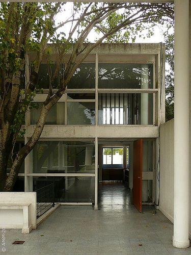 100420-40 LA PLATA - Casa Curuchet (arq. Le Corbusier) - Fachada interior hacia la terraza