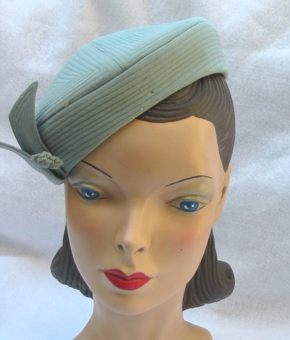 1940's Vintage Seafoam Green Ribbed Pill Box Hat with Matching Pin