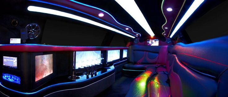 Limoso - Super Stretch Chrysler 300C in Black and Brandy Wine Interior
